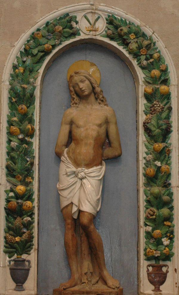 https://upload.wikimedia.org/wikipedia/commons/0/0a/Saint_Sebastian_Della_Robbia_Louvre_InvML96.jpg