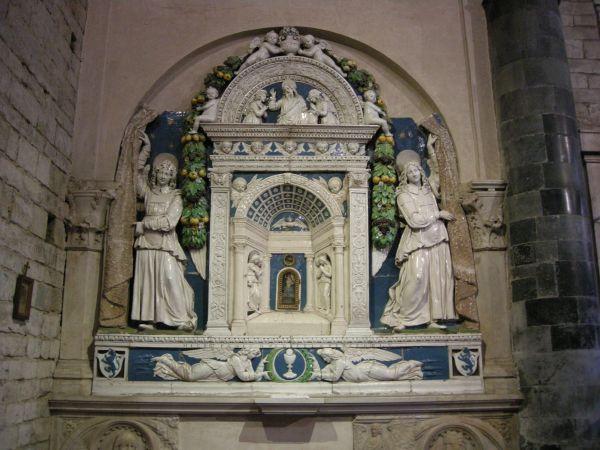 https://upload.wikimedia.org/wikipedia/commons/7/7b/Santi_apostoli%2C_firenze%2C_interno%2C_tabernacolo_di_Giovanni_della_Robbia_02.JPG