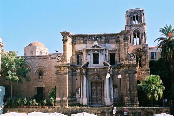 https://upload.wikimedia.org/wikipedia/commons/5/5d/Palermo-Martorana-bjs.jpg