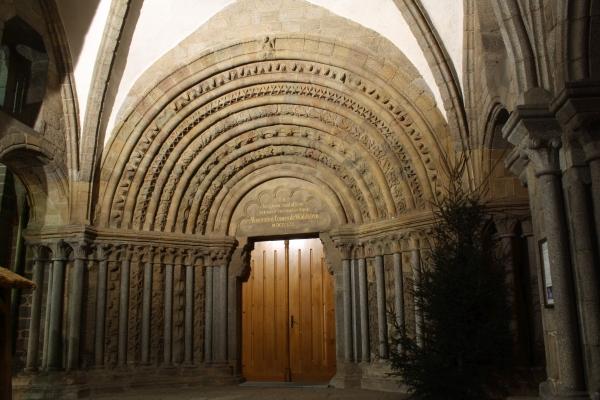 http://upload.wikimedia.org/wikipedia/commons/8/88/Portal_of_Saint_Procopius_Basilica_in_T%C5%99eb%C3%AD%C4%8D.jpg