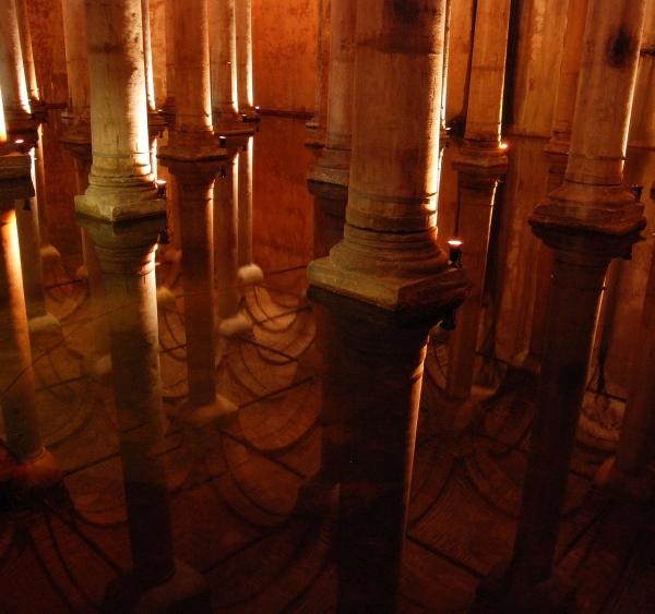 Basilica_cistern_istanbul_mirror