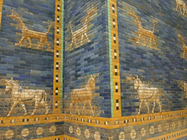 https://upload.wikimedia.org/wikipedia/commons/b/b8/Ishtar_Gate_Animals_%285336983431%29.jpg